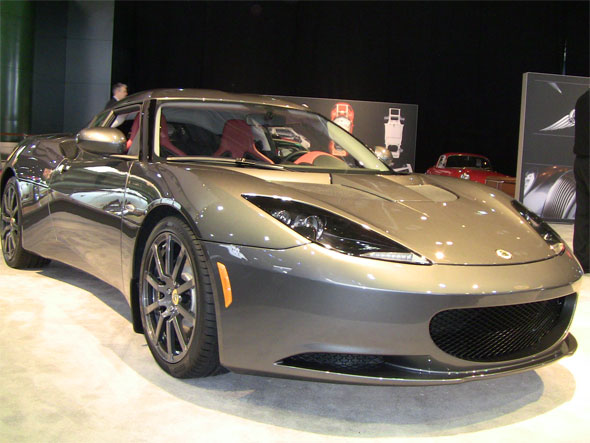 Video: Lotus dubuts the world\'s only mid-engined 4-seater (Evora) at ...