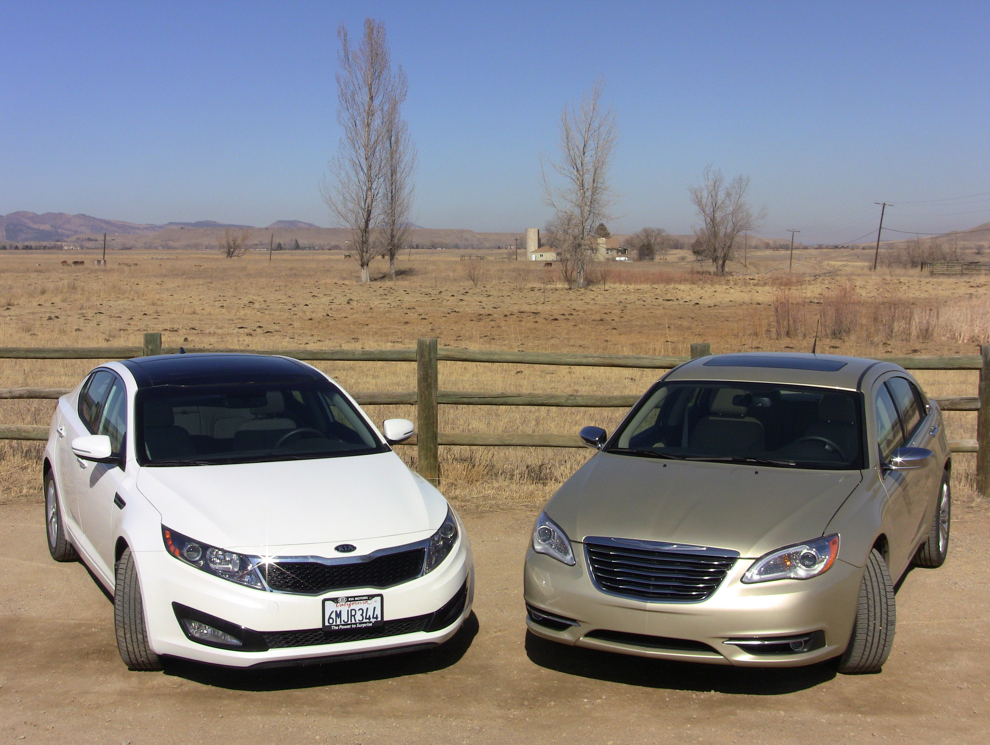 Video Review 2011 Kia Optima Takes On The Chrysler 200 In My Lets Say That You Have 25 Kids And A Dog Want Traditional Family Sedan To Haul Around Drive Work