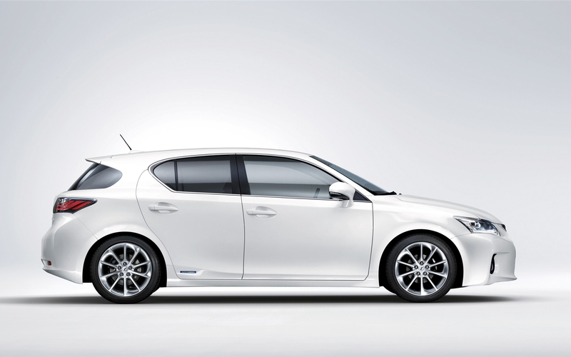 Review The 2011 Lexus Ct200h Will Easily Scare Any Tree Hugging