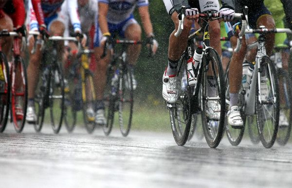 Cycling_rain_tdf09
