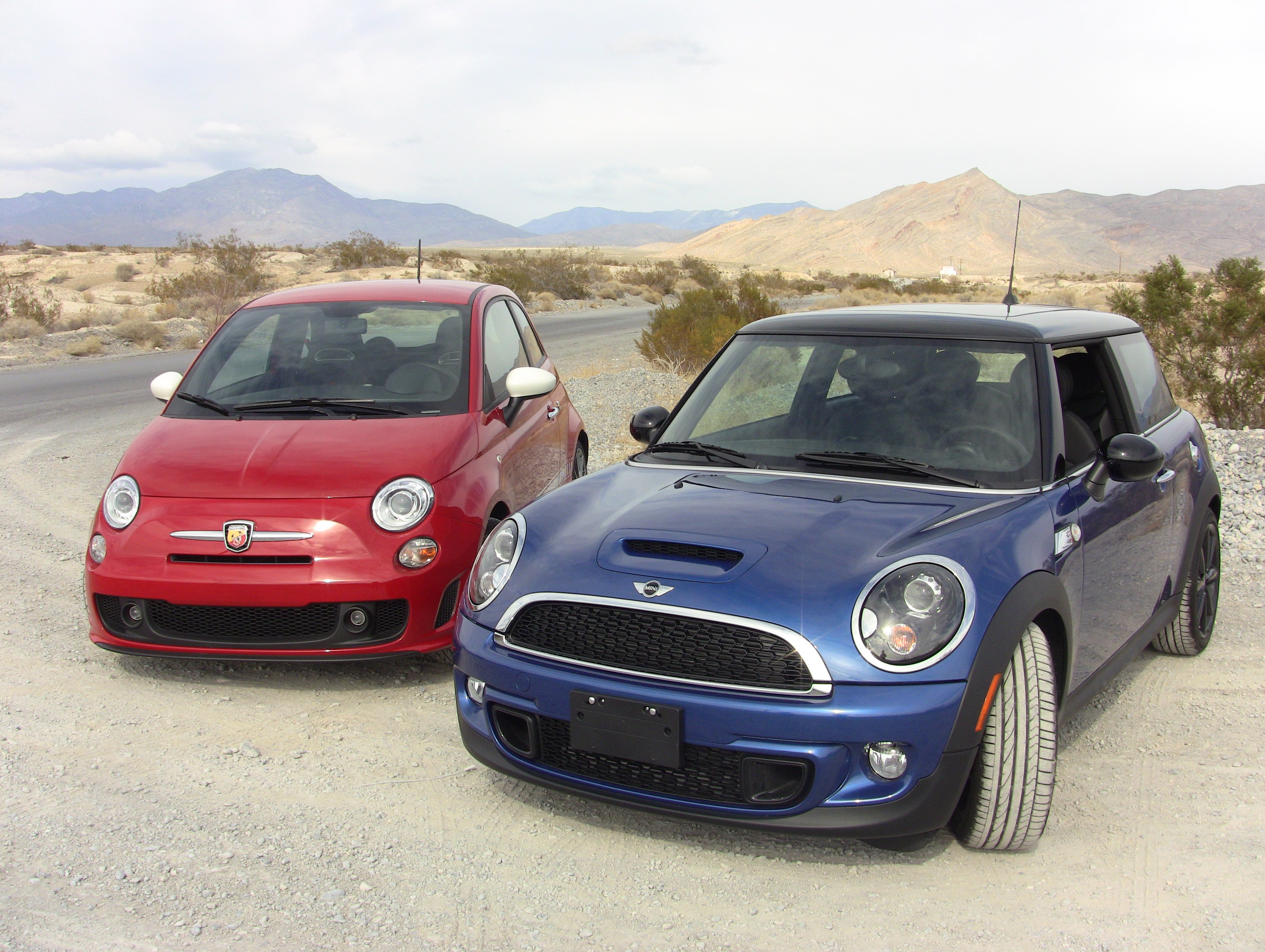 Video 2012 MINI Cooper S versus Fiat 500 Abarth 0 60 MPH Mashup